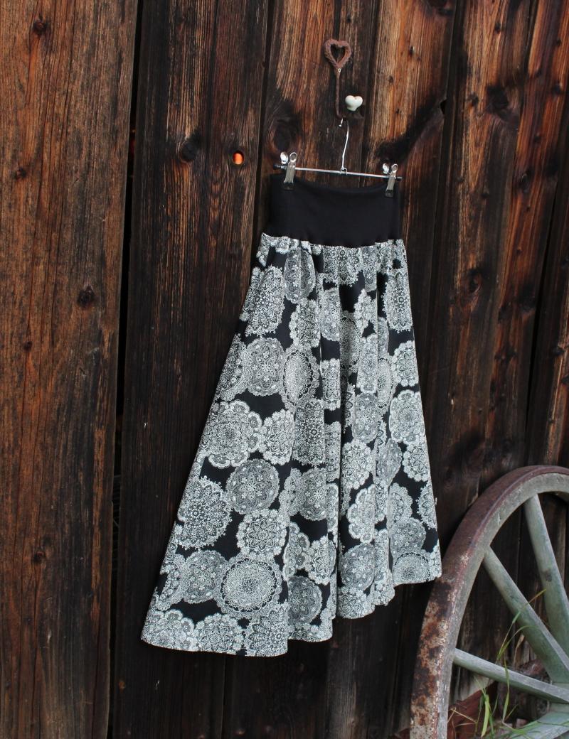 Půlkolová sukně Mandaly
