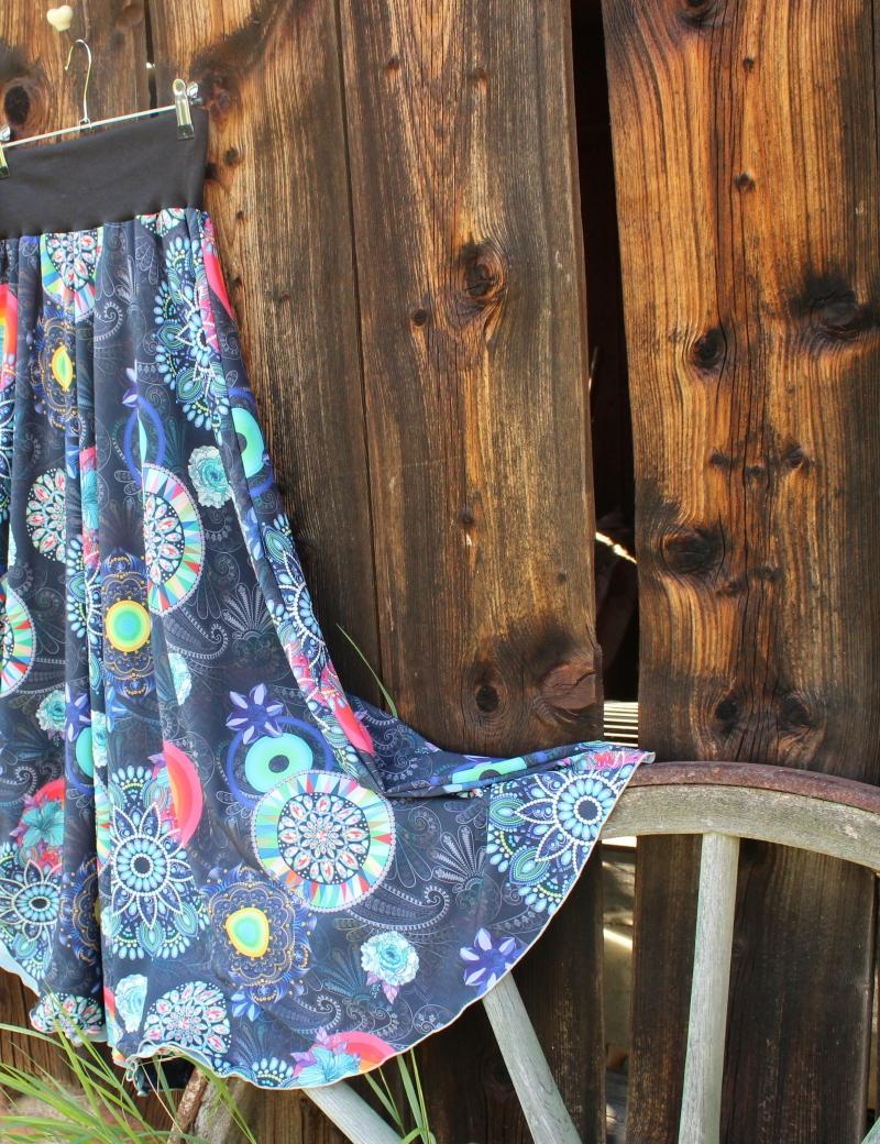 Půlkolová dlouhá sukně Mandaly
