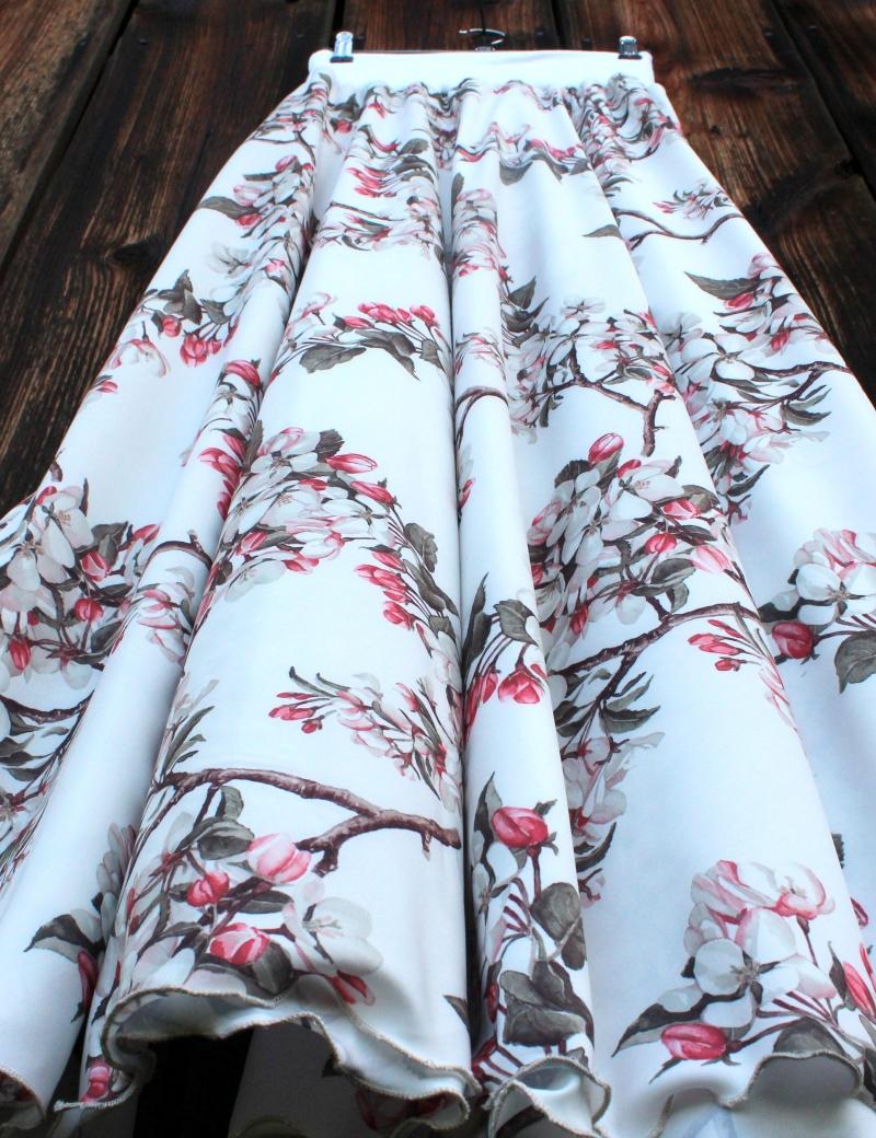 Půlkolová dlouhá sukně Jaro