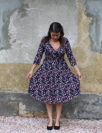 Zavinovací půlkolové šaty Babiččina zahrádka